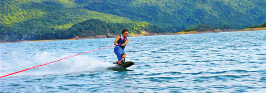 wakeboarding Lake Moomaw